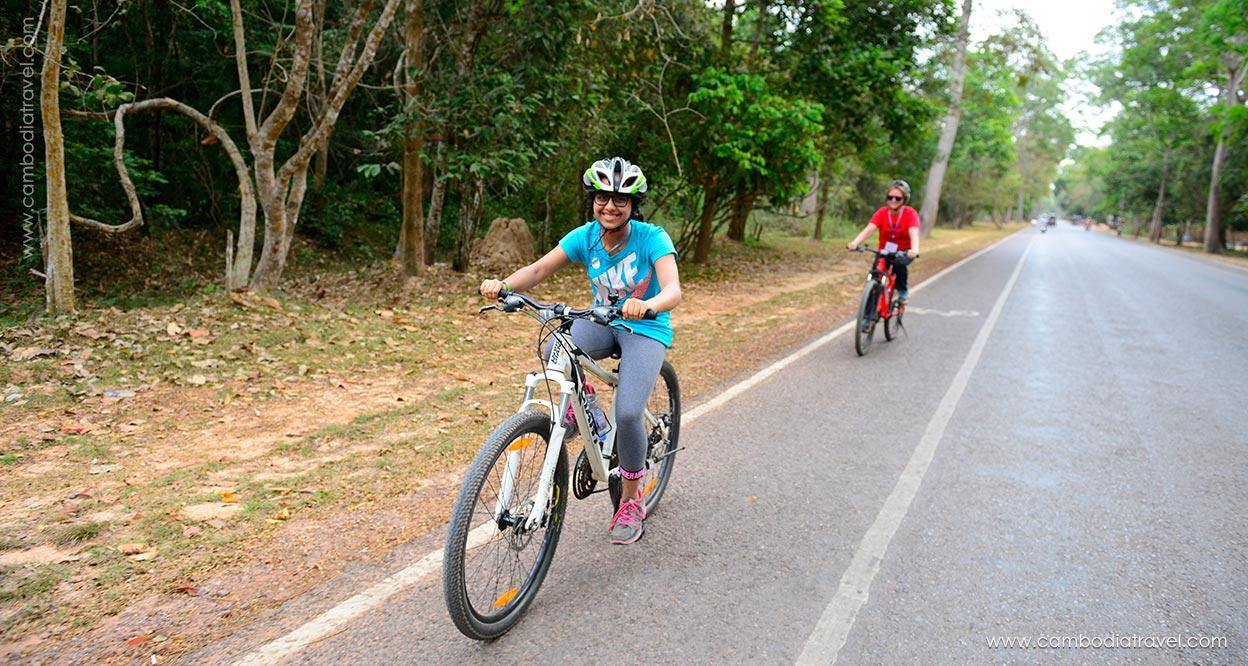 Biking-through-Angkor-12