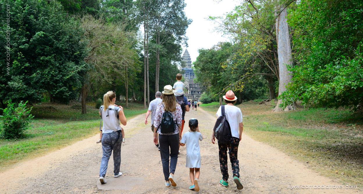 Biking-through-Angkor-3