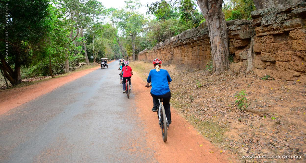 Biking-through-Angkor-4