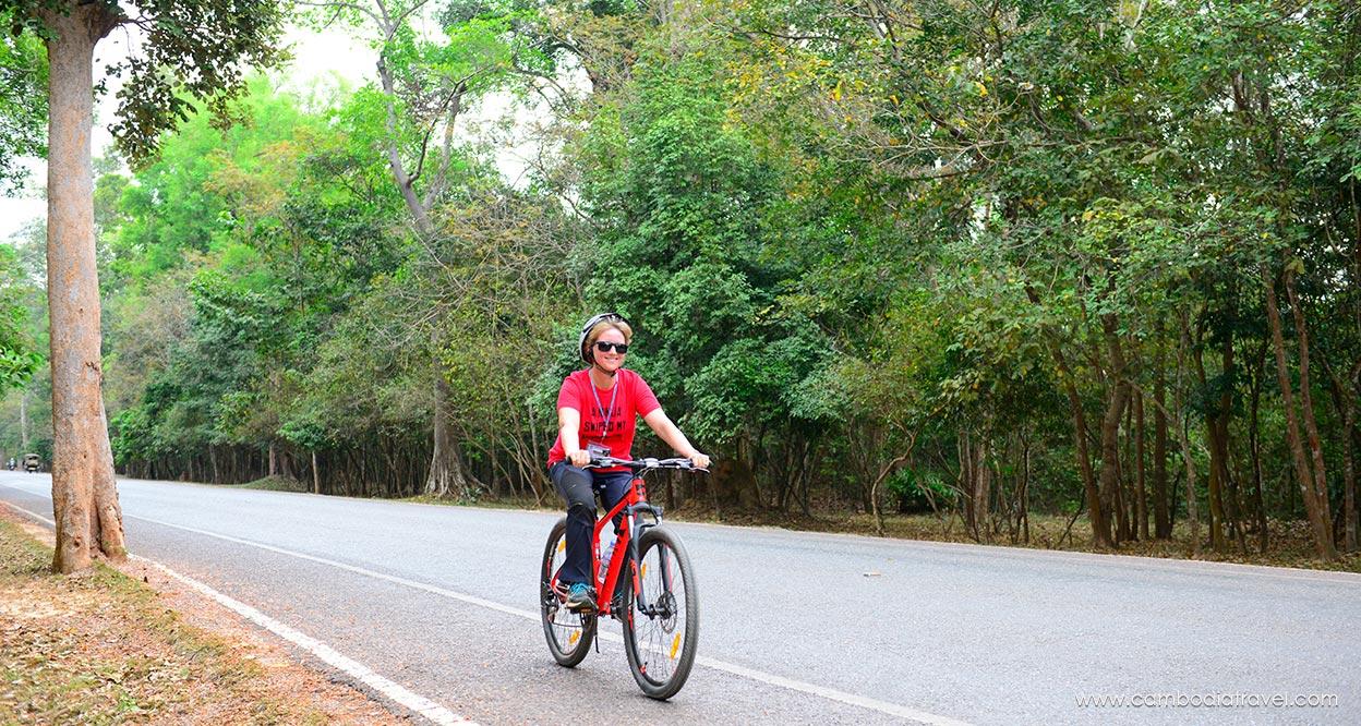 Biking-through-Angkor-8