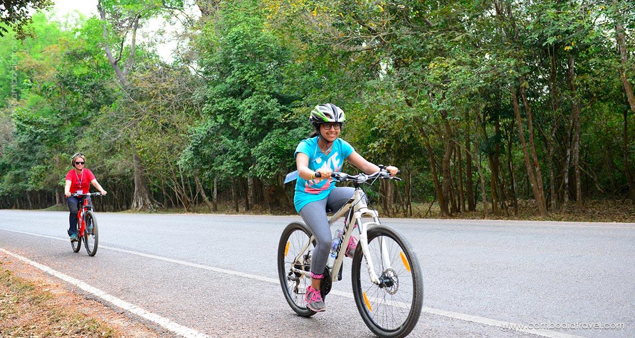Biking-through-Angkor-9