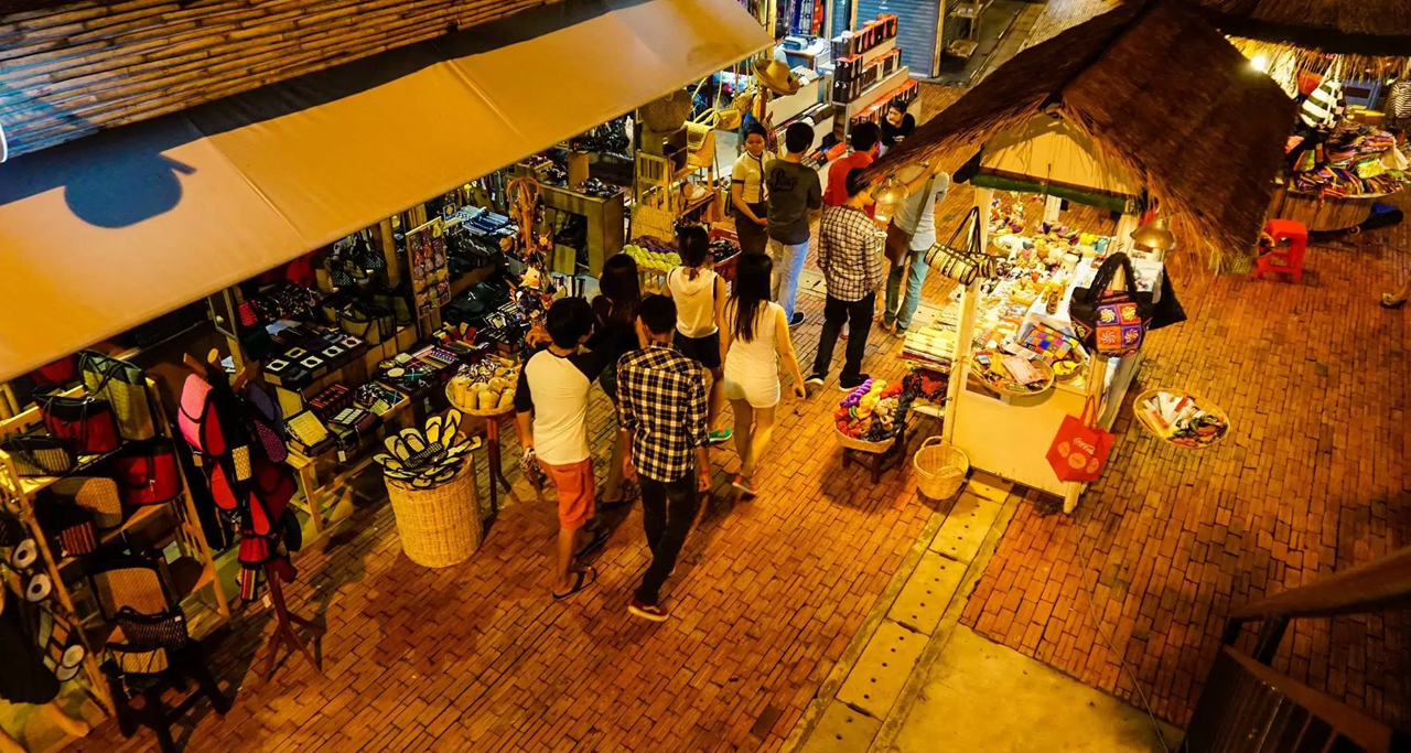 Traditional Cambodian made handicrafts can be found in Angkor Night Market.