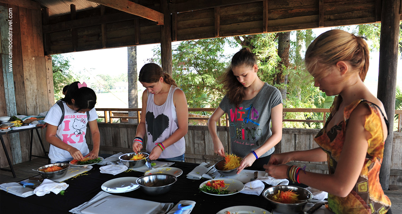 International students learn to prepare traditional Khmer dishes.