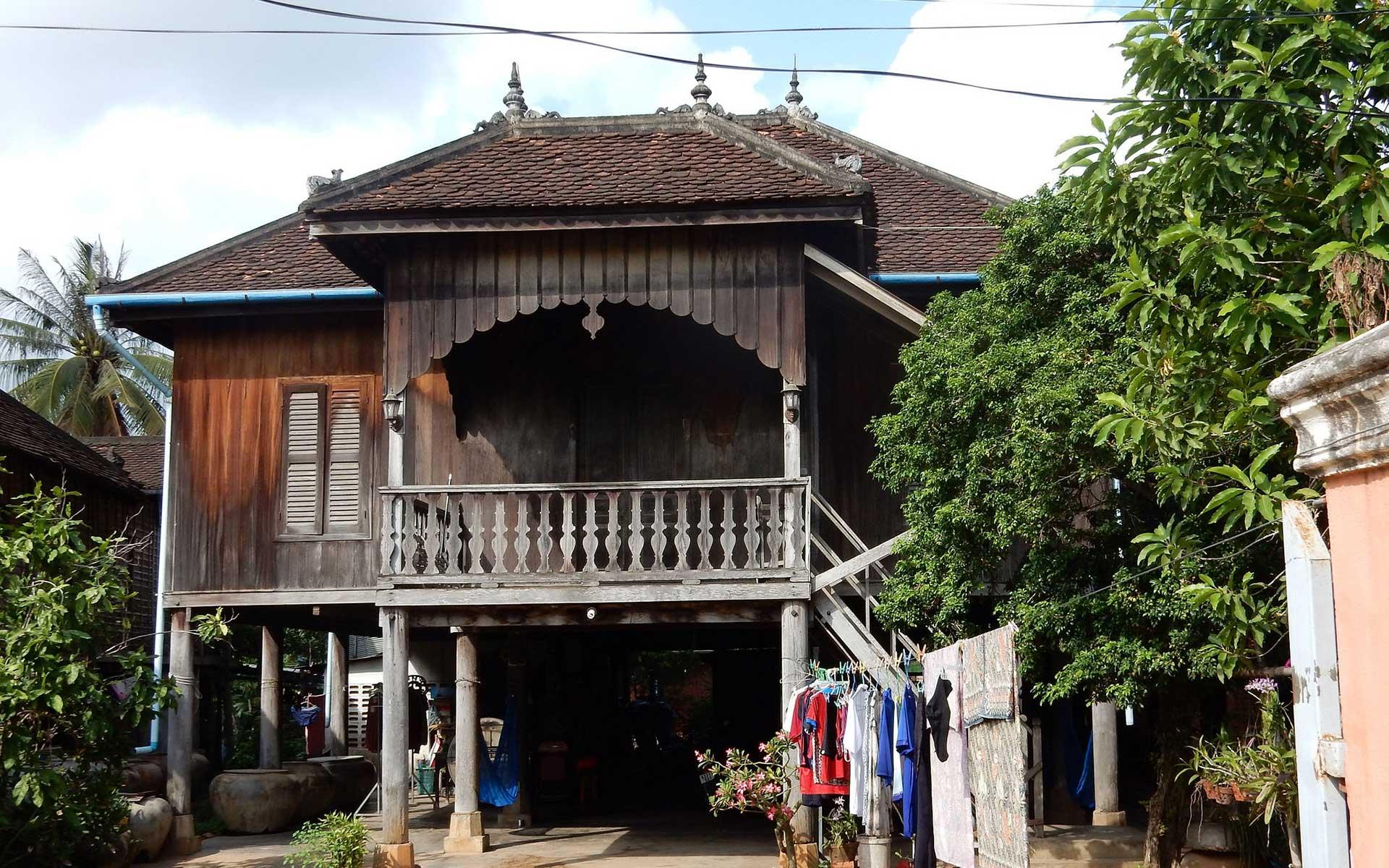 Visit Khmer heritage houses in Wat Kor Village