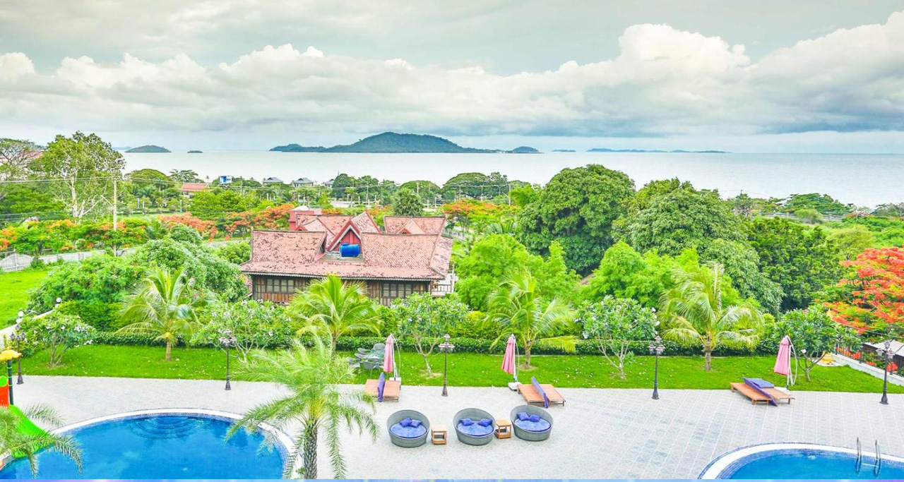 Almost rooms in Kep Bay Hotel offer spectacular views to ocean and greenery landscapes.