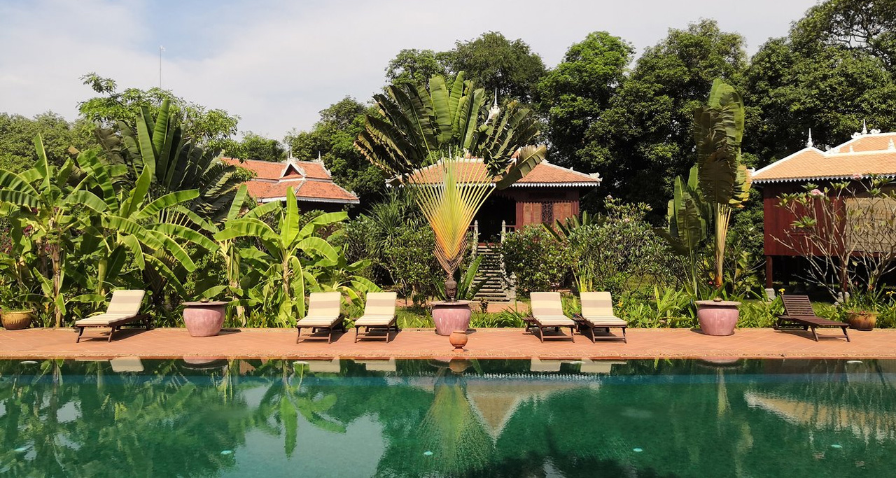 Rajabori Villas nestles in tranquil Koh Trong Island – only 10 minute boat ride from Kratie town.