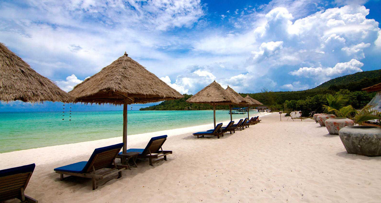 Secluded and relaxing beachfront in Sok San Beach Resort.