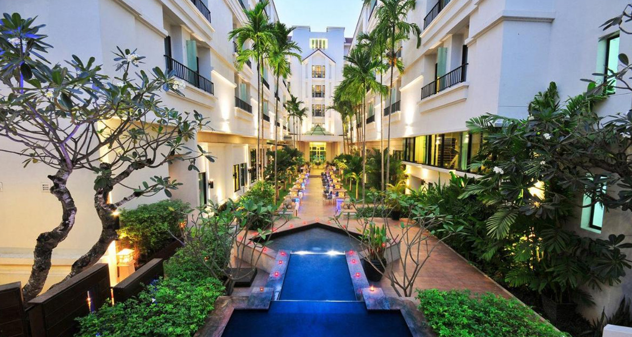 Tara Angkor Hotel is a spacious full-service hotel close to the entrance of Angkor Wat.