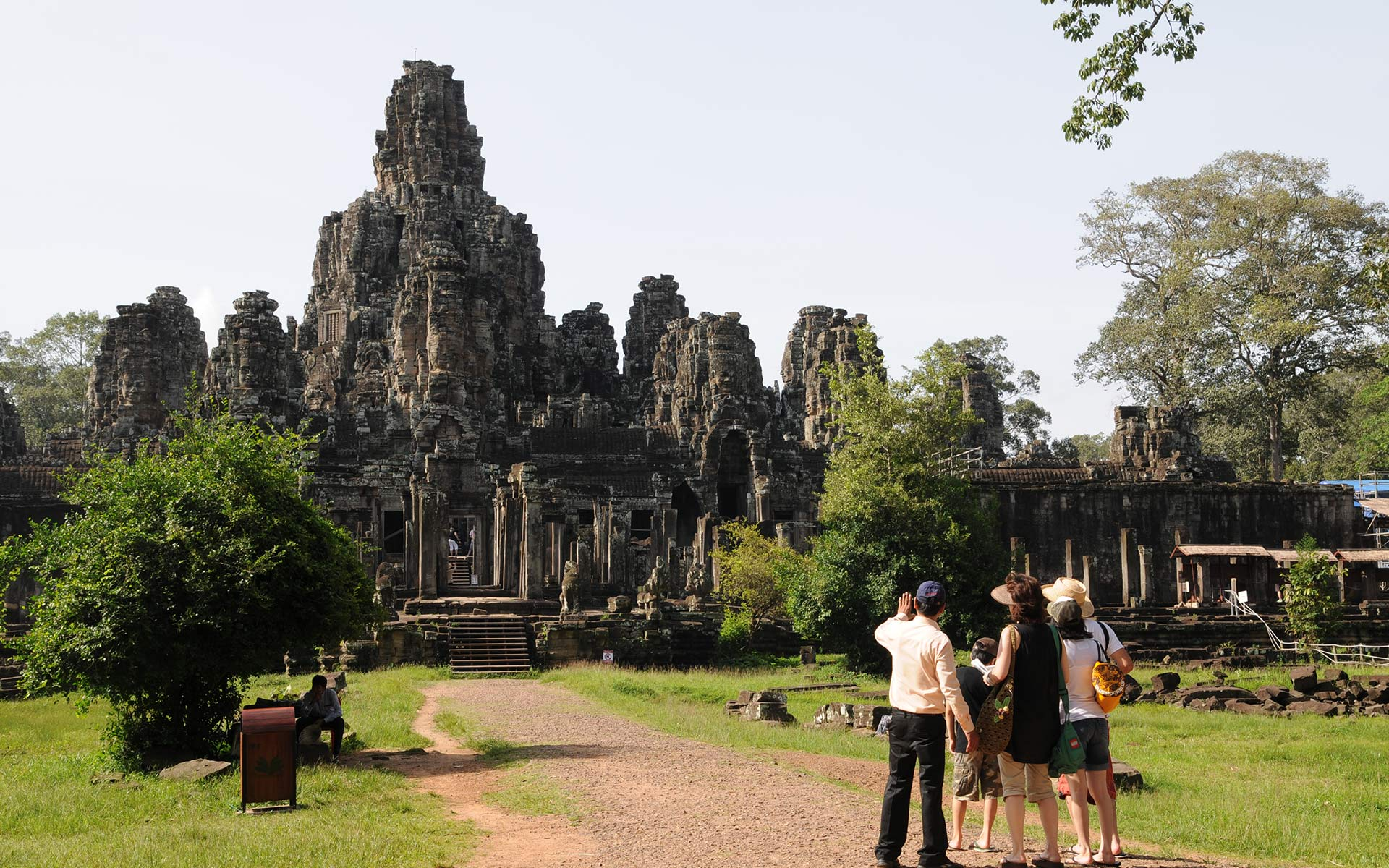 Angkor Thom Travel Guide